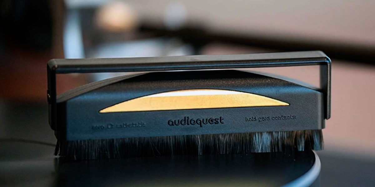 AudioQuest Anti Static Record Brush on a vinyl