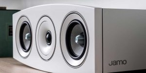 How to set up speakers for projector