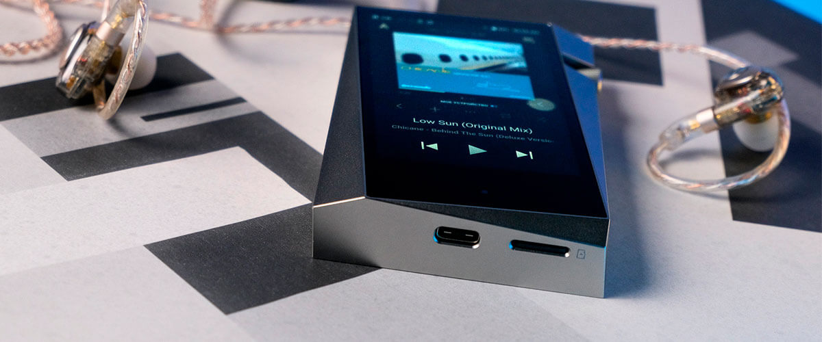 Astell&Kern A&Norma SR25 photo on a table